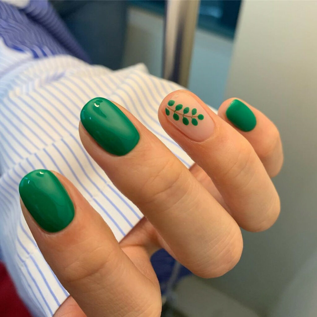 Best Dark Green Nail Ideas