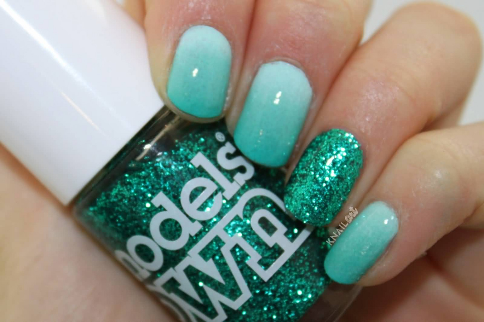 8+ Most Beautiful And Easy Glitter Accent Nail Art Ideas
