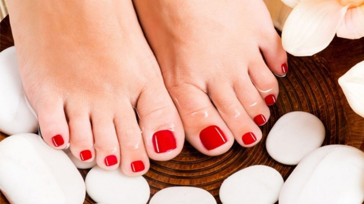 9 Easy Pedicure Ideas To Have Beautiful Toenails In Minutes!