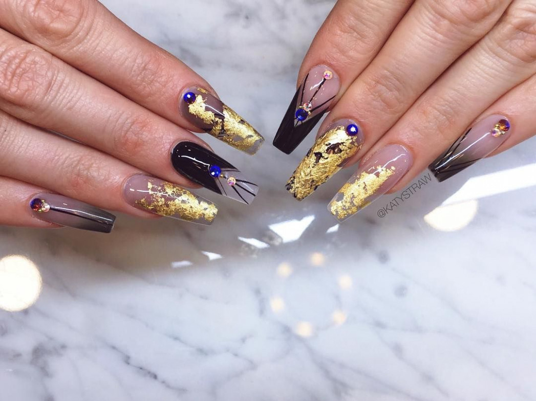 Festival nails for the queen of all festivals