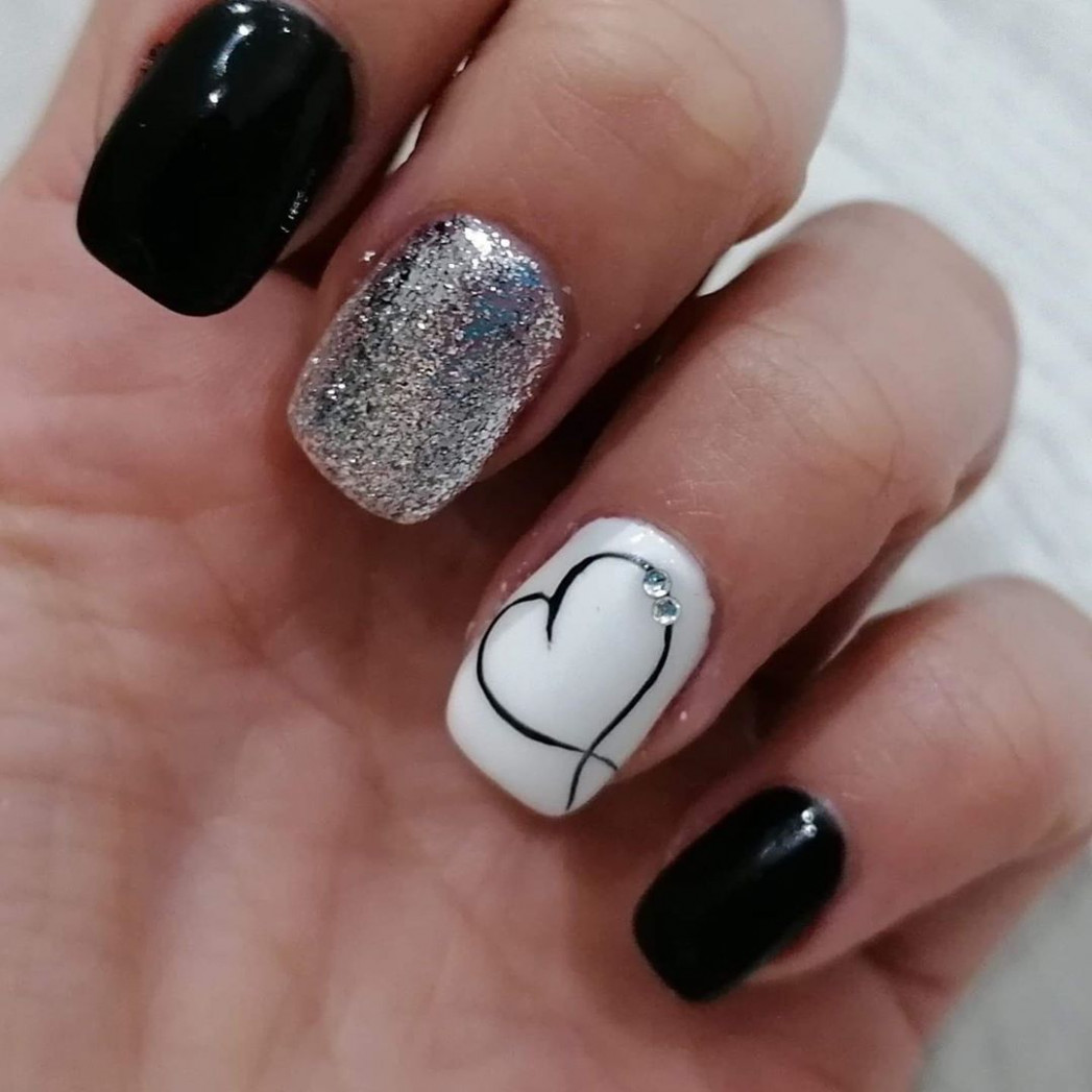 UPDATED: 8 Classic Black and White Nails (August 8)