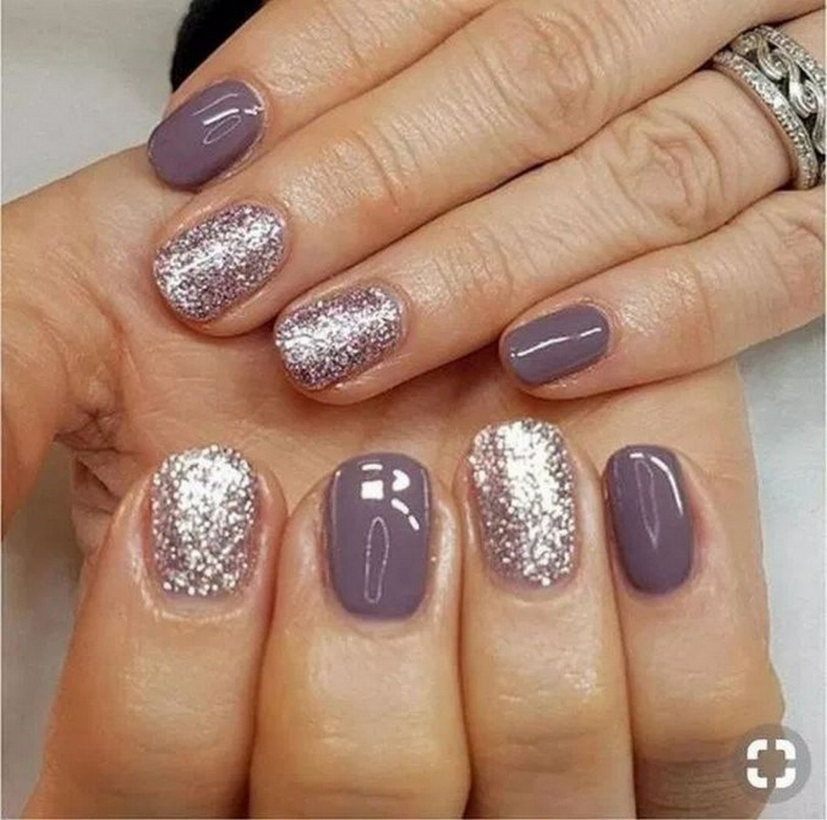 √11 glitter gel nail designs for short nails for spring 11 page