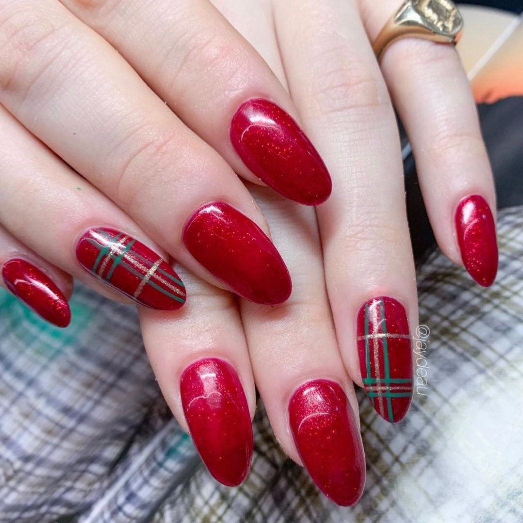 12 Christmas and Holiday Nail Art Ideas  Allure